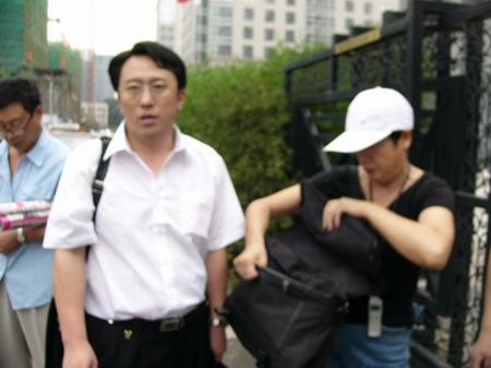 图文:赵忠祥和饶颖案再次开庭-首任律师皇甫大卫2