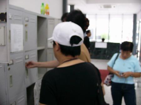 图文:赵忠祥和饶颖案再次开庭-安检1