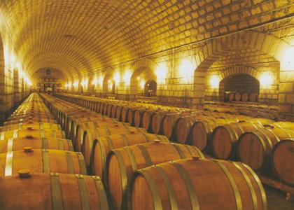 橡木桶瓢出悠悠酒香:亚洲地下第一大酒窖探秘