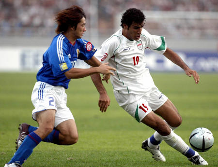 伊朗0 0日本 玉田圭司拼抢