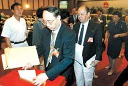 副市长刘志华28日提出 房产商擅改规划要曝光