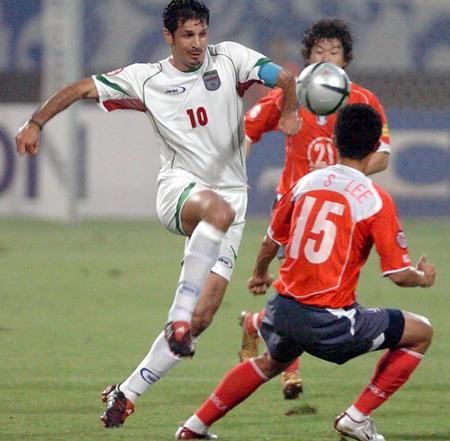 伊朗vs韩国 阿里 代伊带球突破