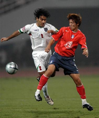 伊朗4 3胜韩国 金珍圭与马达维基亚拼抢