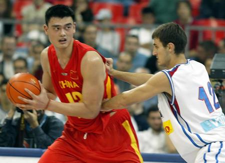 图文:中国男篮78-92不敌塞黑姚明过人控球广东人武术怎样图片