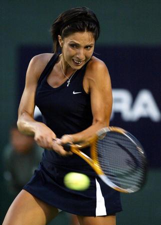 2 网球 米斯金娜将与达文波特会战阿库拉