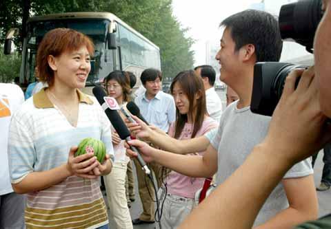 图文:中国女篮踏上奥运征程