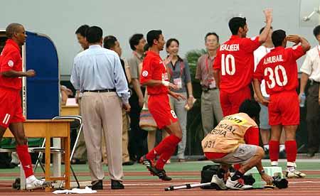 图文:亚洲杯首场日本vs巴林 胡贝尔进球谢泉城
