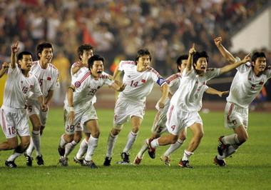 国足击败伊朗冲向冠军