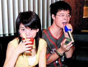 公司开业好友齐捧场 李湘与男友钱柜狂欢(图)