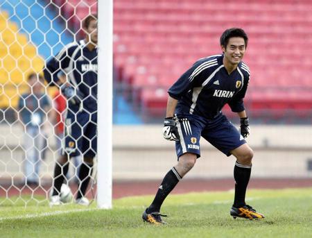 日本队备战亚洲杯决赛 川口能活在训练中