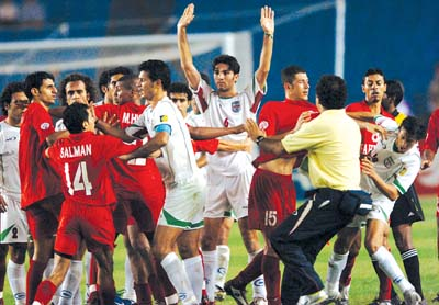 最后时刻,伊朗取胜巴林(组图)