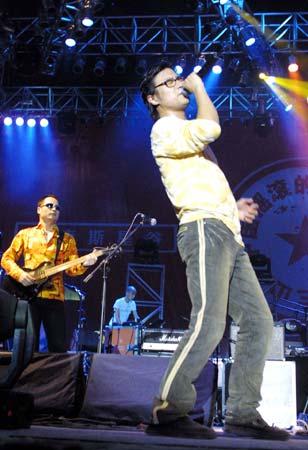 图文:大型摇滚音乐节贺兰山下火爆登场(6)