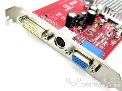 幻雷者955的r/g/b三项输出电路上设有贴片电阻,而省略掉了其它的部分