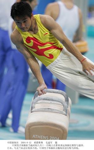 图文:中国体操男队队雅典训练