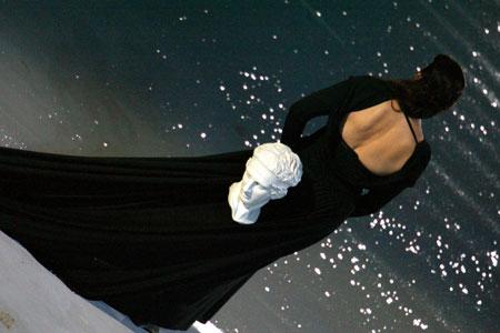 图文:雅典奥运会开幕式 黑影背后的头像