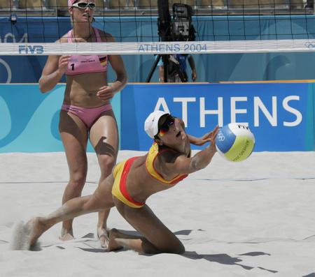 图文:性感十足的沙滩排球-中国队出师不利(2)