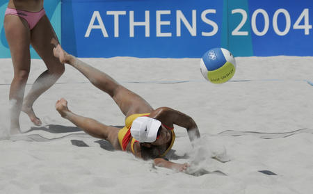 图文:性感十足的沙滩排球-中国队出师不利(4)