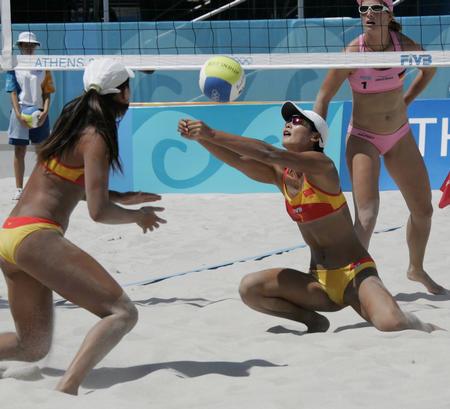 图文:性感十足的沙滩排球-中国队出师不利(5)
