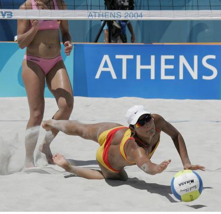 图文:性感十足的沙滩排球-中国队出师不利(8)
