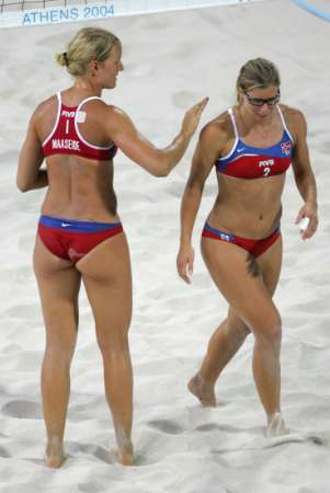 图文:奥运会沙滩排球比赛 挪威队员进行比赛