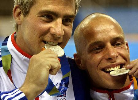 图文:男子双人十米跳台 英国选手获银牌