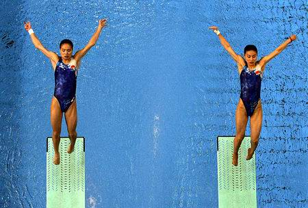 图文:女子双人三米跳台 蓄势待发