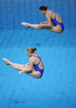 图文:女子双人三米跳台 英国选手