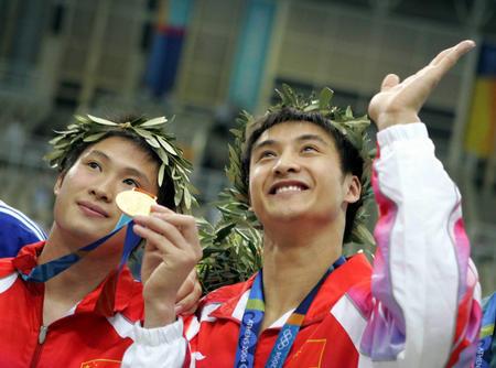 图文:中国选手获男子双人10米跳台冠军