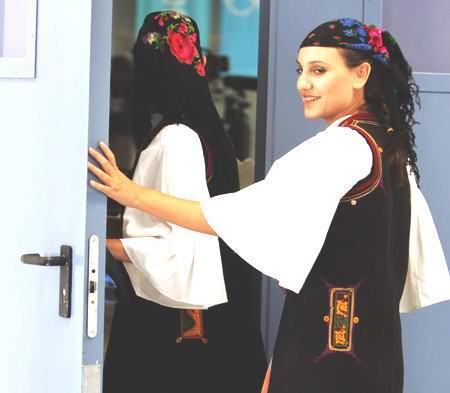图文:雅典奥运会 漂亮的礼仪小姐