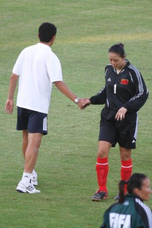 图文:中国女足黯然退场 教练与门将