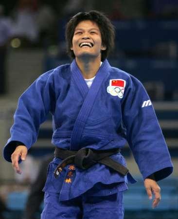 图文:冼东妹女子52公斤级夺冠 开心的笑容