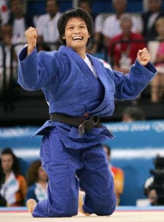 图文:冼东妹女子52公斤级夺冠 兴奋不已