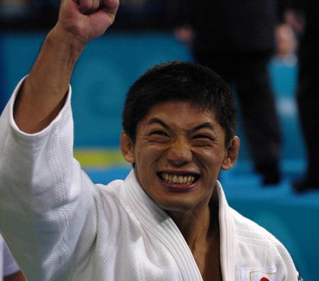 本选手夺得柔道男子66公斤级冠军新华社照片,雅典,20