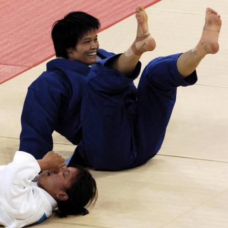图文:冼东妹女子52公斤级夺冠