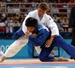 图文:冼东妹女子52公斤级夺冠 单膝跪地