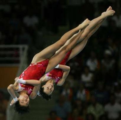 图文:女子双人10米跳台决赛 劳丽诗李婷夺冠