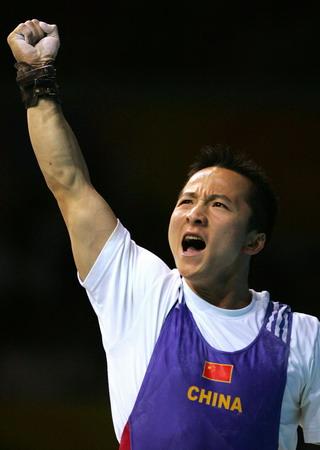 图文:石智勇在庆祝胜利