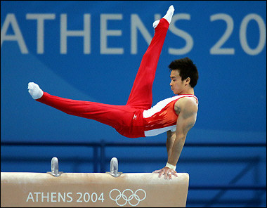 图文:男子体操团体决赛 日本选手在比赛中