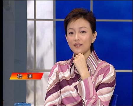 图文:做客新闻会客厅 杨澜在想些什么?