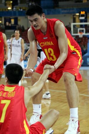 图文:中国队胜新西兰 兄弟起来接着干