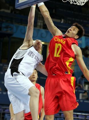 图文:中国队胜新西兰 莫科表现出众