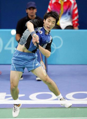 羽毛球男单比赛 朴泰相大力击球-2004雅典奥运会