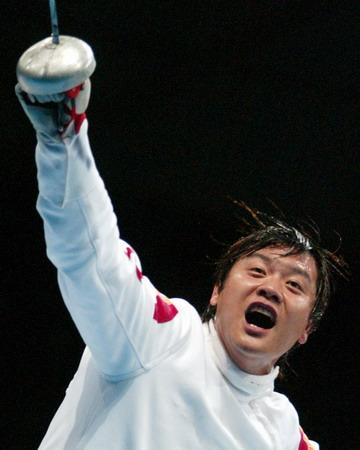 图文:男子重剑半决赛 王磊在庆祝进入决赛