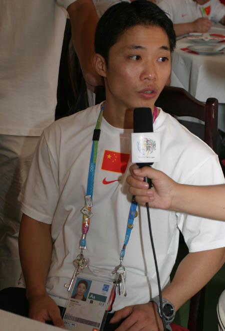 图文:吴美锦接受采访