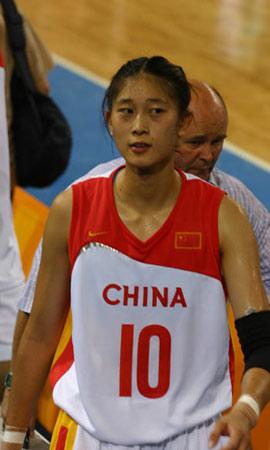 图文:中国女篮83-98负捷克 隋菲菲黯然离场