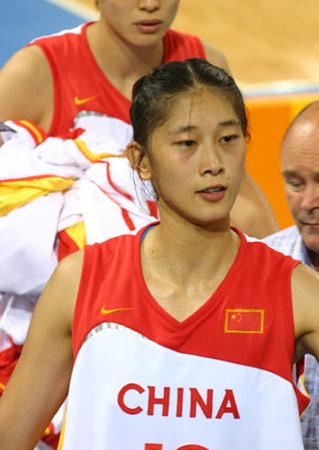 图文:中国女篮83-98负捷克 郁闷的隋菲菲