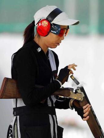图文:女子双多向飞碟决赛 我选手高娥获得季军