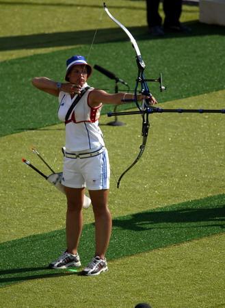 图文:射箭比赛雅典选手在比赛中-2004英国奥端午赛龙舟描写图片