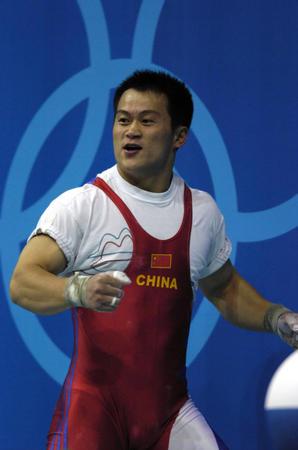 图文:男子举重69公斤决赛