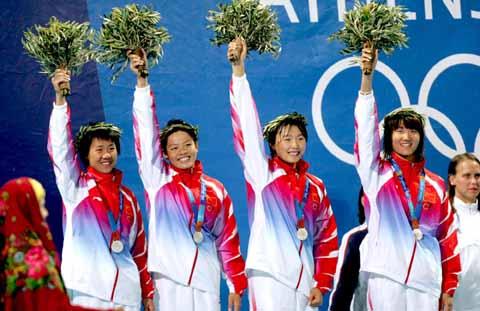 <a href=http://sports.sohu.com/1/0404/77/subject220007797.shtml target=_blank>[游泳]</a> <a href=http://sports.sohu.com/20040819/n221608551.shtml target=_blank>女子自由泳接力:中国摘银 美国破纪录</a>